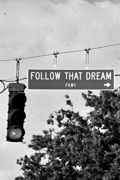 quotes_follow-that-dream_sign